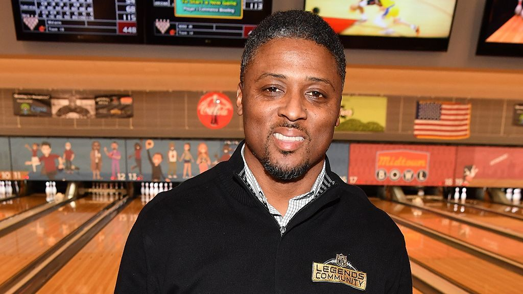 Former NFL Player Warrick Dunn Donates 173rd Home to Single Mom That's Fully Furnished